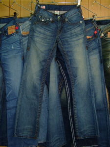 TRUE RELIGION BILLY SUPER T STYLE:M24858M38 COLOR:PKM-LOCOMOTIVE