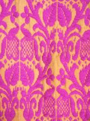 ピンクのクッションカバー